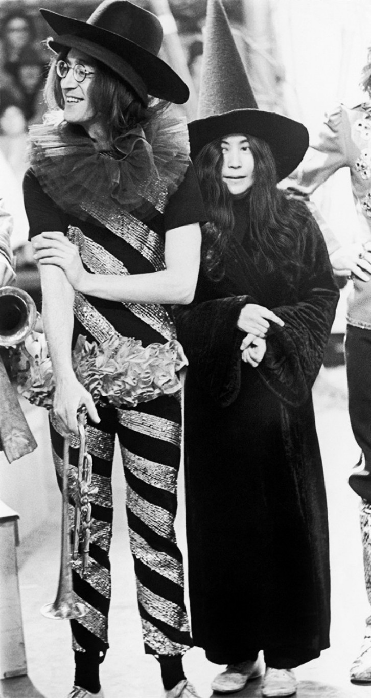 lennon-and-ono-on-the-set-of-the-television-special-rolling-stones-rock-n-roll-circus-in-london-1968-hulton-archive-getty-images