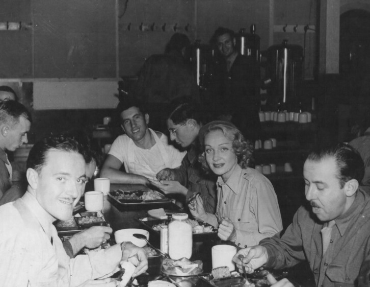 marlene-dietrich-eating-spam-and-stew-with-servicemen