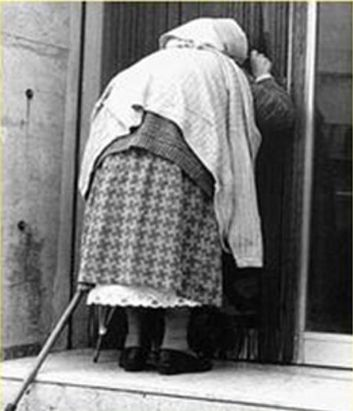 old-lady-knocking-on-door