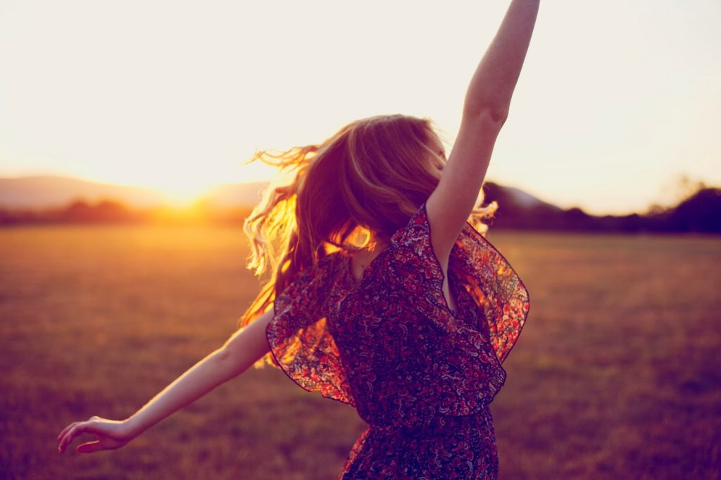dancing-woman-sunset