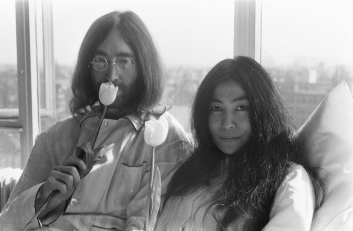 bed-in-for-peace-amsterdam-1969-john-lennon-yoko-ono