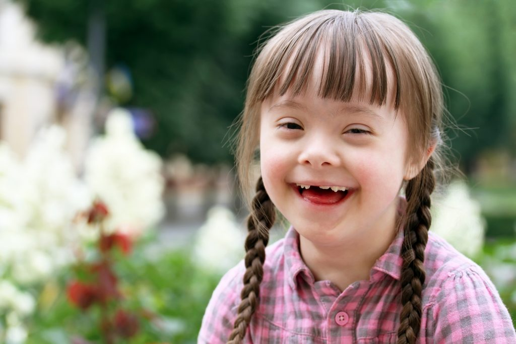Portrait of beautiful young girl smiling in park