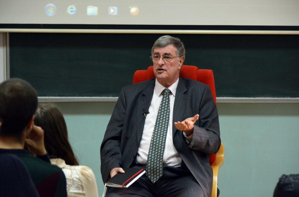 SARAJEVO, 14. aprila (FENA) - Jedan od najistaknutijih i najpoznatijih novinara u regiji Goran Miliæ održao je danas na Ekonomskom fakultetu u Sarajevu predavanje o temi ''Kako biti uspješan?''. (Foto Fena:Almir Raziæ)