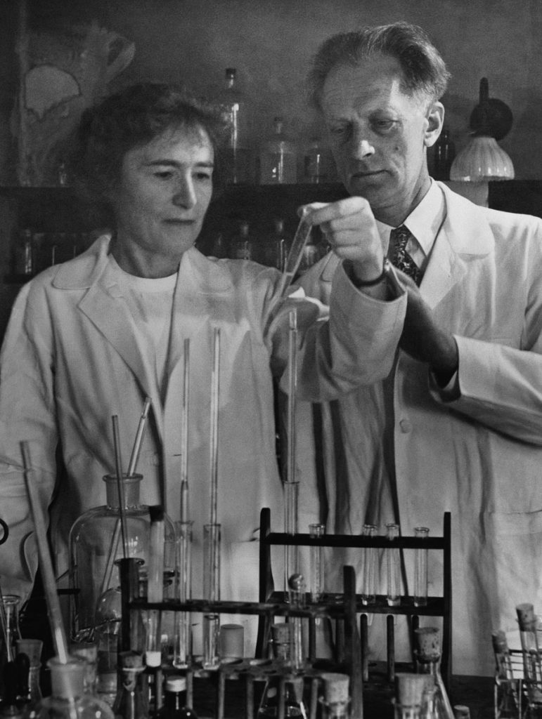 09 Jan 1953, USA --- Gerty and Carl Cori won the 1947 Nobel Prize for Medicine or Physiology for their work linking phosphates, glucose, and metabolism. --- Image by © Bettmann/CORBIS