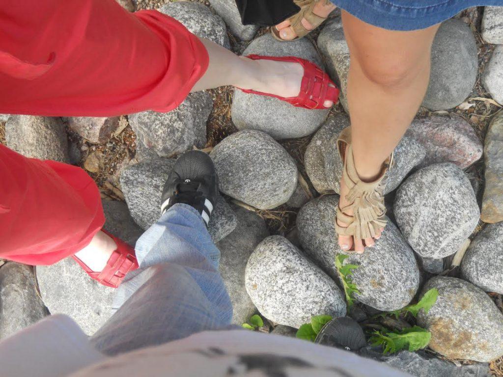 noge-na-kamenju