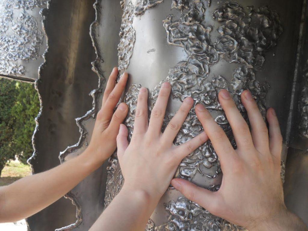 ruke-na-skulpturi