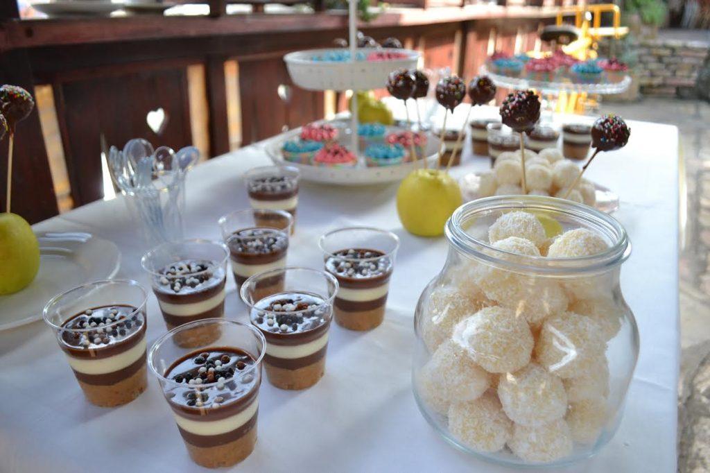 slatkisi-na-stolu