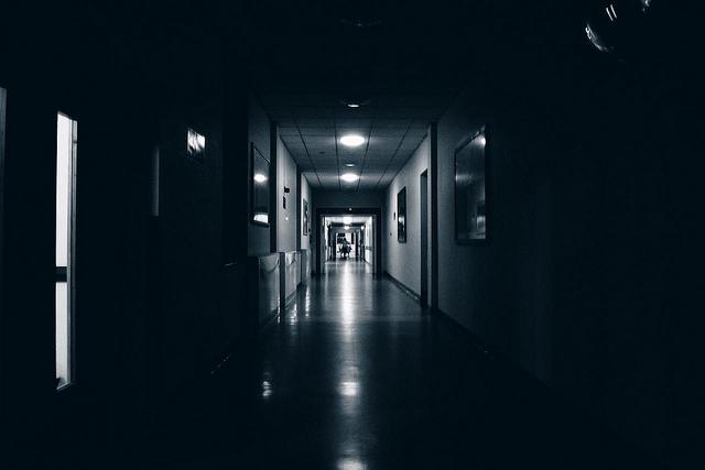 4-dark-mode-hospital