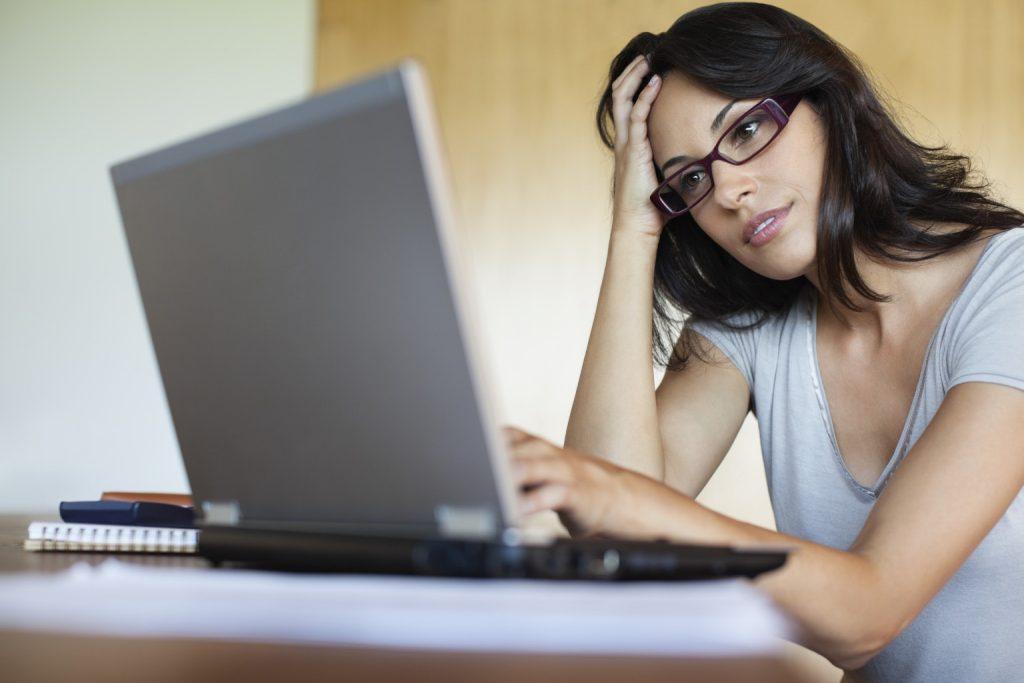 o-woman-on-computer-facebook