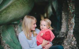 majka-drži-dete-u-naručju