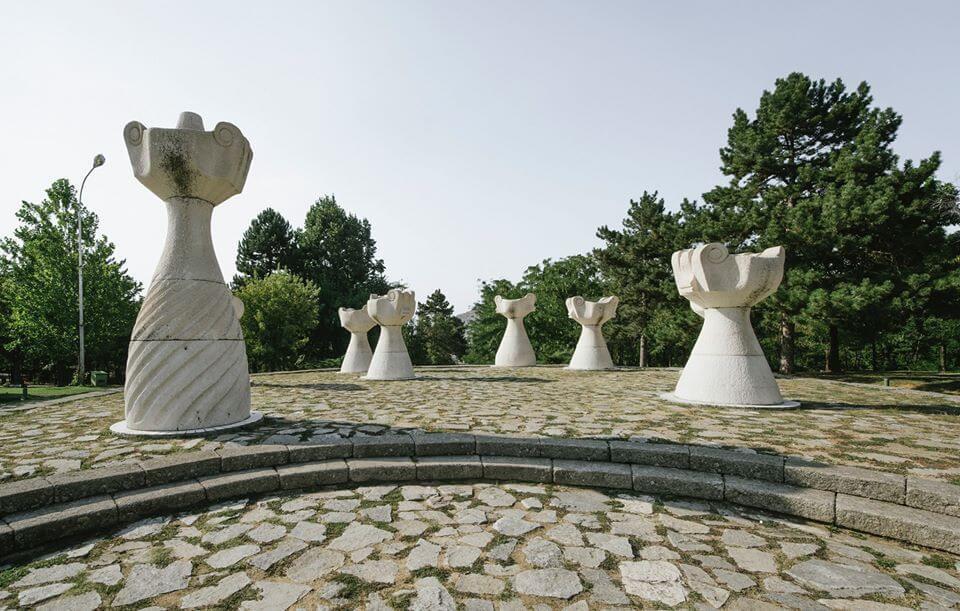 Spomenici Bivse Jugoslavije Kroz Objektiv Kineskinje Xiao Yang